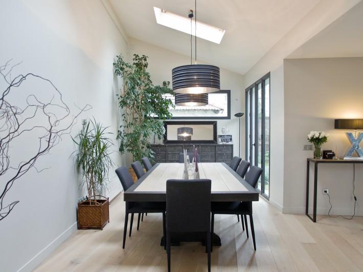 Restructuration pi ces vivre ouest home salle manger moderne aux couleurs clairs et - Salle a manger moderne et ancien ...