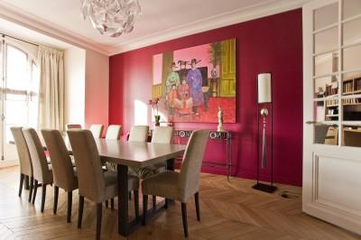 Salle à manger moderne et colorée