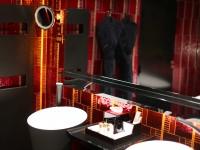 Salle de bain asiatiques avec dorures