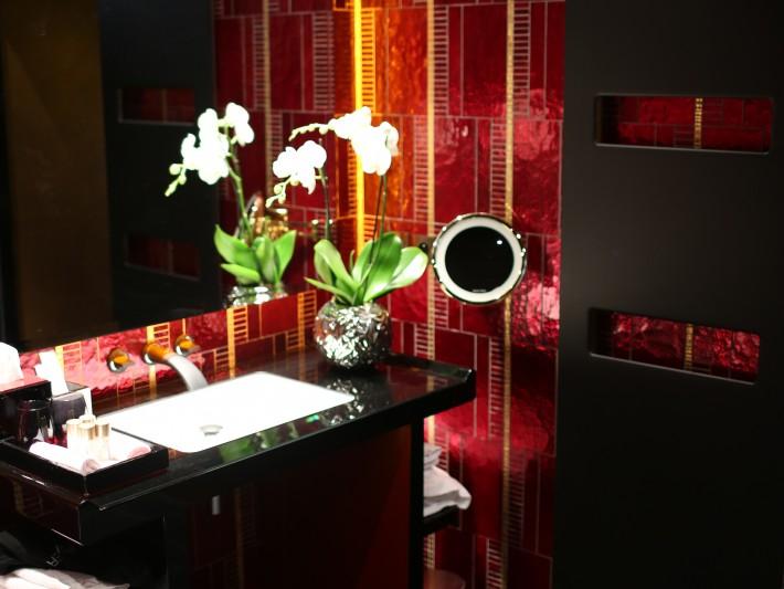 Salle de bain avec décoration asiatique