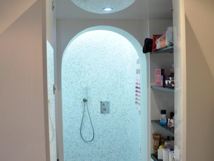 Salle de bain avec douche italienne