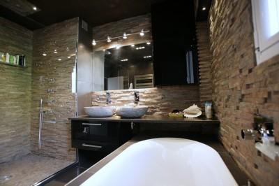 Salle de bains noire photo salle de bains noire - Salle de bain en pierre et bois ...
