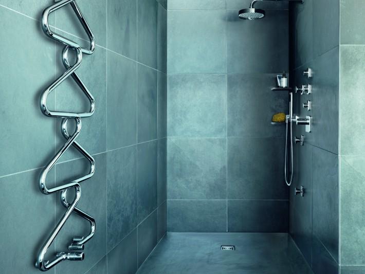 Salle de bain avec porte serviette cintre