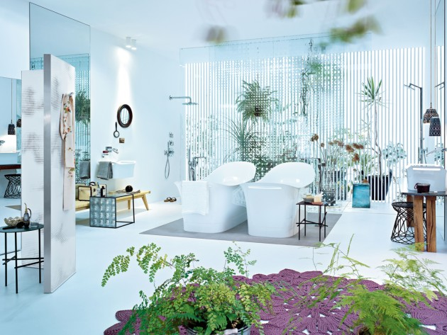 Salle de bain blanche moderne et naturelle