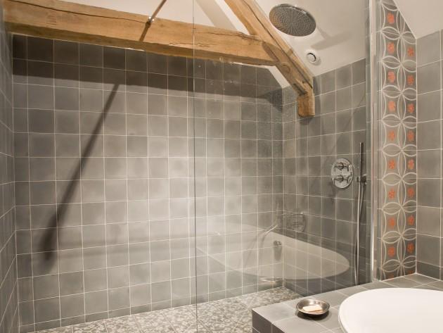 Carrelage Design ouest carrelage : ... Ouest Home - Salle de bain grise au deux carrelages : Idu00e9esmaison.com
