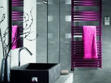 Salle de bain grise et fushia