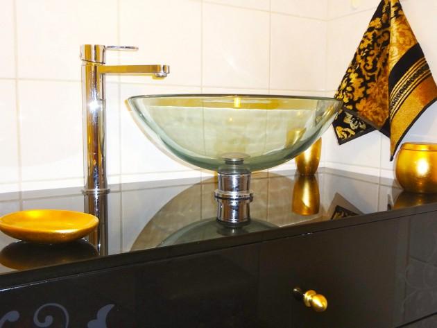 Salle de bain invités contemporaine et kitsch