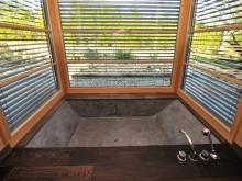 Salle de bain moderne en béton ciré