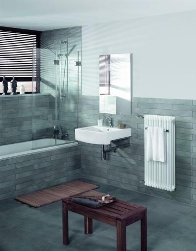 Salle de bain naturelle avec radiateur zehnder