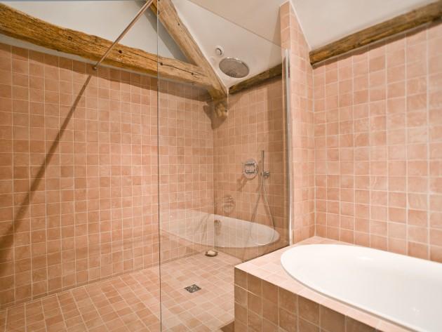 Pose carrelage salle de bain maison design for Pose carrelage salle de bain