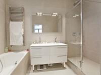 Salle de bains avec grande vasque