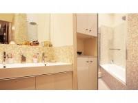 Salle de bains de l'appartement haussmannien fonctionnelle