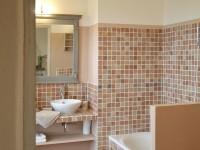 Salle de bains ouverte sur la chambre à coucher