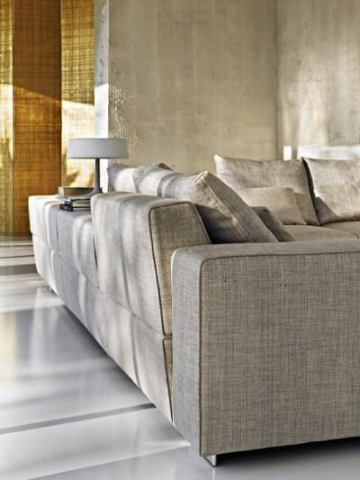 Salon avec canapé d'angle en tissu gris et beige