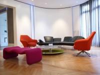 Salon avec mobilier contemporain et chic