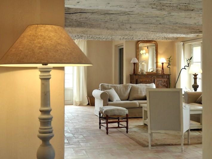 d coration ferme de cabassude villa medicis salon avec poutres apparentes id. Black Bedroom Furniture Sets. Home Design Ideas