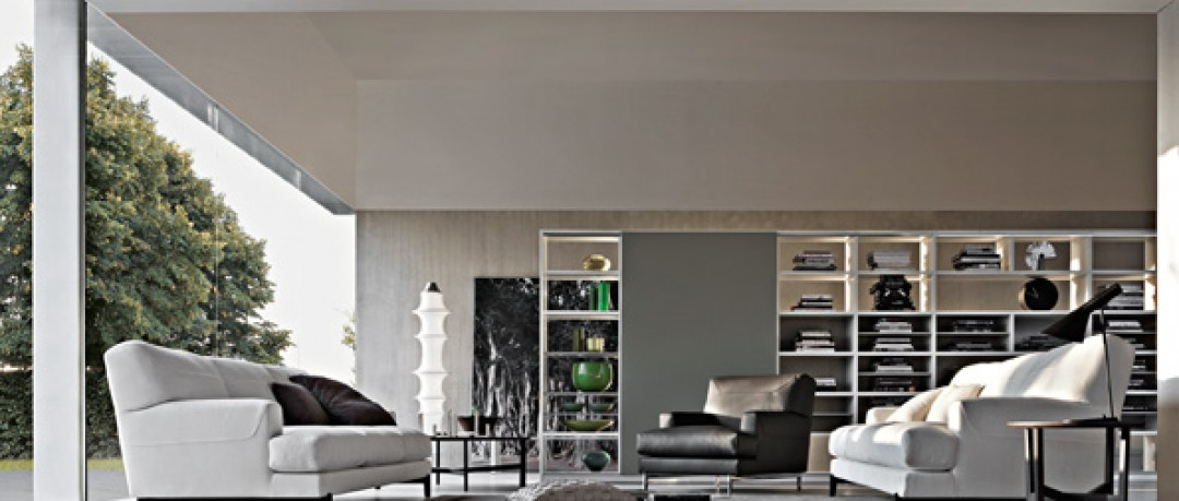 Salon contemporain avec canapé blanc en tissu