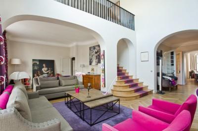 Salon contemporain avec mezzanine