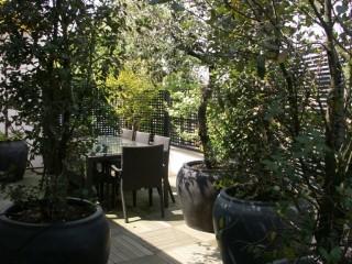 Salon de jardin en verre et résine tressée