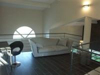 Salon mezzanine et coin bureau