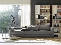 Salon moderne avec bibliothèque blanc laqué et canapé gris