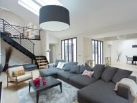 Salon moderne et convivial gris