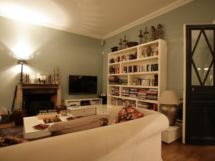 Salon vintage avec mobiliers blancs