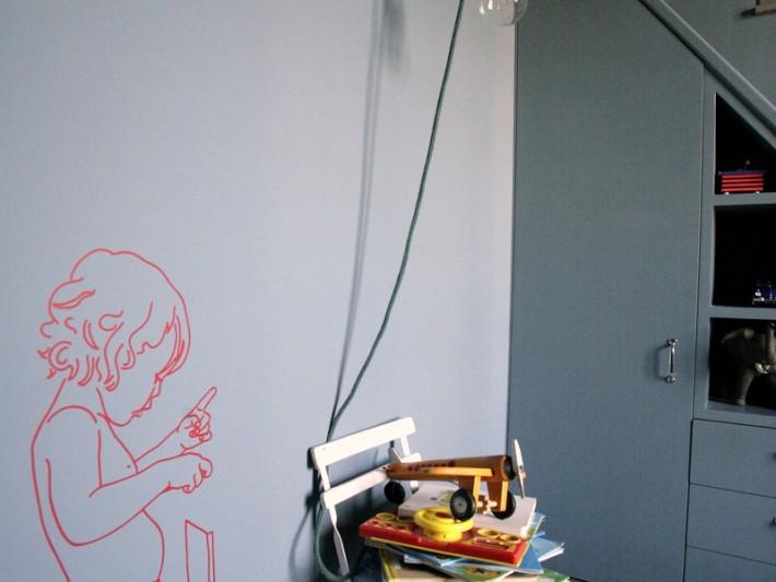 Sticker petit garçon sur mur