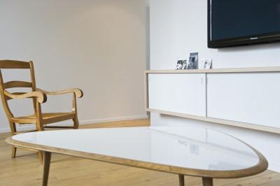 Salon salle manger blanc photo salon salle for Meuble tv ovale