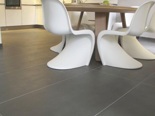 Table de salle à manger et chaises style rétro