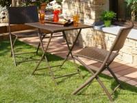 Table et chaise en resine tressée