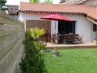 Terrasse aménagée avec salon de jardin