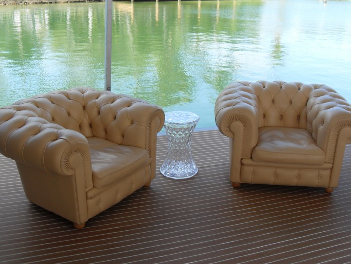 Terrasse bois avec mobilier en cuir