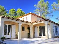 Terrasse d'une maison traditionnelle et d'architecture provencale