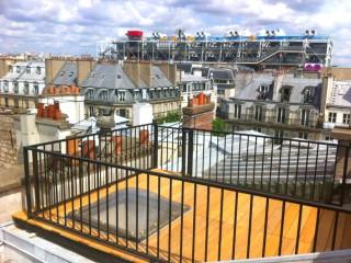Terrasse parisienne avec vue sur le Centre Pompidou