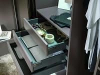 Tiroirs de rangement dans armoire dressing