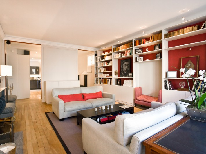 Vue d'ensemble du séjour avec meuble télévision encastrable