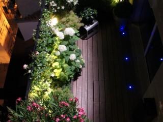 Vue du dessus sur la terrasse en bois