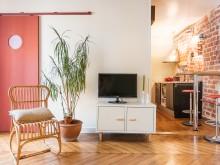 Vue meuble TV et cuisine