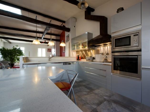Cuisine entre moderne et rustique agencement d 39 une for Agencement d une cuisine