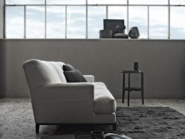 canapé en tissu gris avec pied en acier