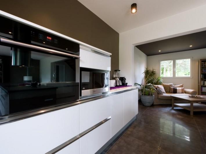 cuisine avec lot corian granit verre meuble bas avec four encastrable id. Black Bedroom Furniture Sets. Home Design Ideas
