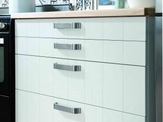 meuble tiroir blanc avec poignées métalliques