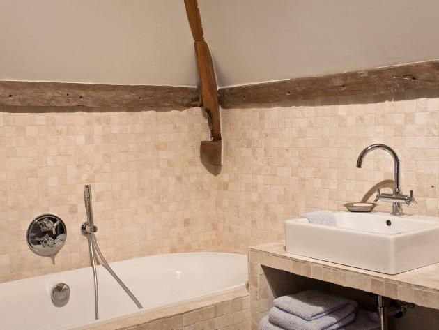salle de bain baignoire rose rnovation chambres ouest home salle de bain carrelage mosaique - Salle De Bain Baignoire Rose