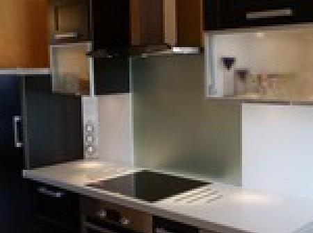 choisir une cr dence en verre pour votre cuisine. Black Bedroom Furniture Sets. Home Design Ideas