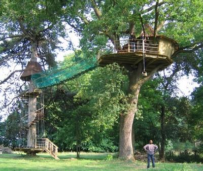cabane en bois au fond du jardin ou dans les arbres fabriquer du mobilier id. Black Bedroom Furniture Sets. Home Design Ideas